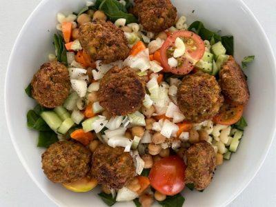 Spinazie salade falafel